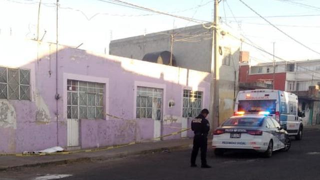 SUMA, paramédicos, mujer muerta, investigación, FGE, peritos, feminicidio, colonia 20 de Noviembre, Puebla, Policía Municipal, diligencias, levantamiento de cadáver
