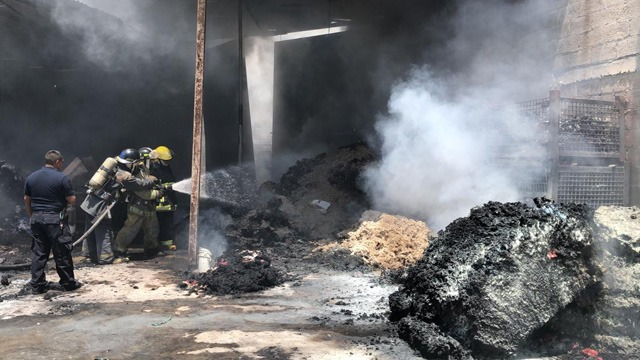 H. Cuerpo de Bomberos, SSP, vulcanos, incendio, bodega, borra, El Salvador, daños materiales, escombros, remoción, trabajos
