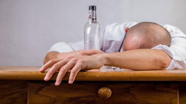 Adicto, alcohol, grupo AA, Huaquechula, golpiza, policía Municipal, FGE, Paramédicos,