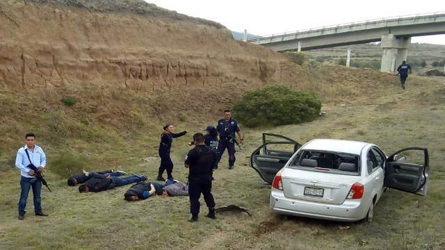Heridos, Chignahuapan, disparos, hospital, automóvil, Chevrolet, asaltos, persecución, delincuente, arma de fuego, cadáver, detonación, locatarios