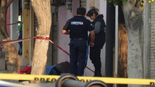 Cadáver, Tehuacán, Centro, Calle Isabel la Católica, Calle Álamos, SUMA, Policía Municipal, Fiscalía General, peritos, 911