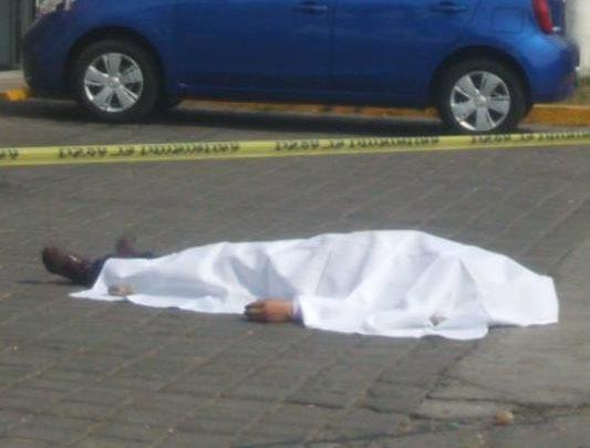 Hombre, víctima, muerte, infarto, estacionamiento, Farmacias Guadalajara, convulsiones, paramédicos, SUMA, cadáver, anfiteatro, Fiscalía General del Estado