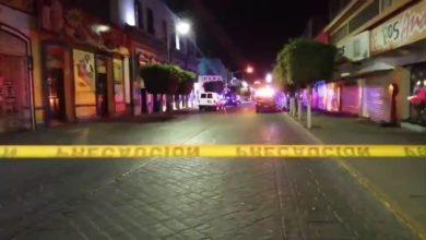 Palacio Municipal, Centro, Tehuacán, Fiscalía General del Estado, camioneta, vehículo, características desconocidas, paramédicos, arma de fuego, balazos, Calle 3 Norte, Avenida Independencia