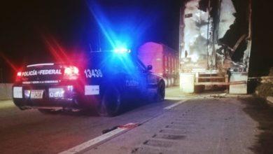 Autopista Puebla-Orizaba, Policía federal, tractocamión, fallas eléctricas, acotamiento, incendio, tráiler, transporte de carga, siniestro