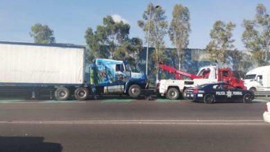 conductor, tráiler, choque, Puebla-Orizaba, lesionados, exceso de velocidad, Paramédicos de Caminos, SUMA, Policía Federal, Vialidad Estatal, tractocamión, fuga