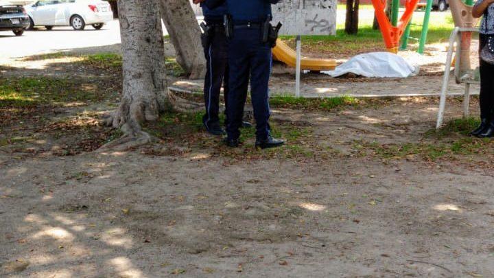 hombre, parque, Héroes de Puebla, alcoholismo, Paramédicos, pernoctaba, calles, muerte, tercera edad