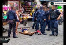 Asaltantes, golpiza, semidesnudos, Centro Histórico, Puebla, celular, robo, vendedores ambulantes, atraco, arma blanca, ambulancia, paramédicos, SUMA, policía municipal
