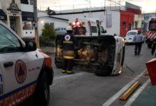 volcadura, camioneta, chofer, lesionado, fuga, cierre de circulación, calle 4 Poniente, bulevar Norte, Protección Civil Municipal, Cruz Roja