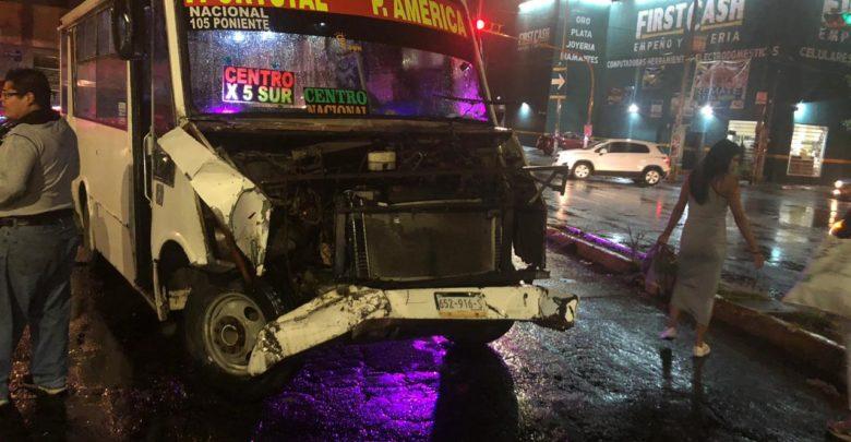 Director de la Policía Estatal de Puebla, personas lesionadas, transporte público, choque, SUMA, hospital ISSSTEP, semáforo, peritajes, paramédicos