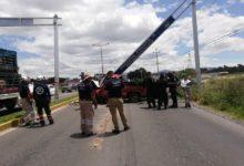 Automovilista, Tecamachalco, choque, Dodge Ram, Protección Civil Municipal, paramédicos, Cruz Roja, Veracruz, estructura metálica