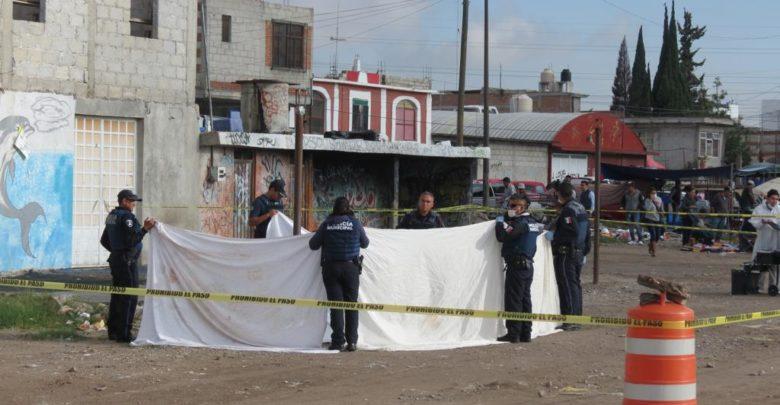 calcinado, llantas, Granjas de San Isidro, tianguis, vecinos, FGE, paramédicos, Cruz Roja, varón, levantamiento de cadáver