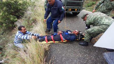 Camioneta, barranco, accidente, Puebla, Oaxaca, lesiones craneoencefálicas, Guardia Nacional, Policía Estatal, Protección Civil, Policía Municipal, paramédicos, rescate