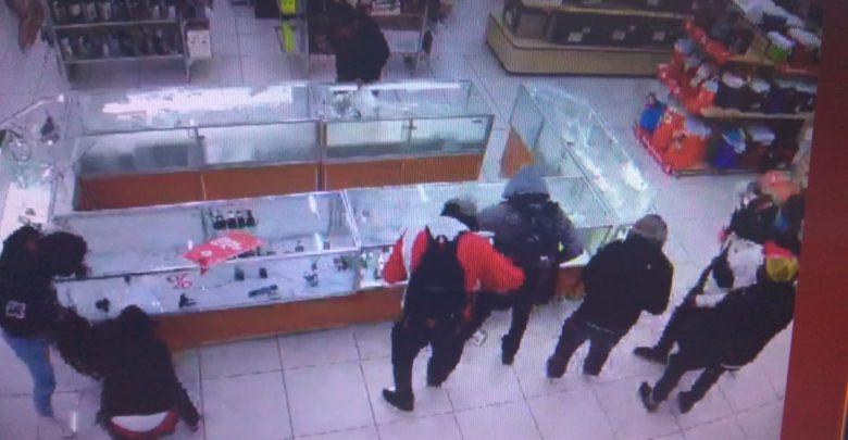 Máscaras, payasos, robo, atraco, Coppel, Puebla, centro, joyería, celulares, fuga, camioneta, botín