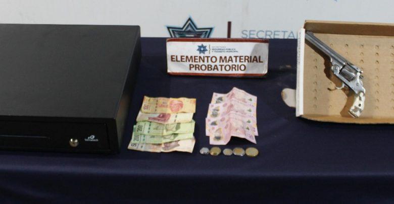 Detenidos, jóvenes, robo a negocio, FGE, Farmacias Benavides, caja registradora, dinero en efectivo, colonia Bella Vista
