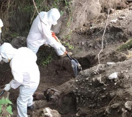 Tlacotepec, semienterrado, cadáver, anfiteatro, traslado, FGE, descomposición, Código Rojo, Nota Roja, Puebla, Noticias