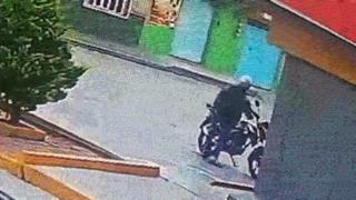 Ladrón, oxxo, motocicleta, San Martín Texmelucan, Hospital, derrapar, delincuente, nosocomio, video,