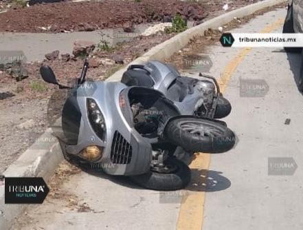 motociclista, motoneta, derrapar, casco de seguridad, muerto, familia, reconocimiento, Código Rojo