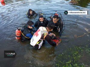 Buzos, rescate acuático, cruz roja, automóvil, conductor, Laguna, valsequillo