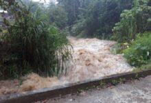 A causa de fuertes lluvias, evacuan a pobladores en la Sierra Norte