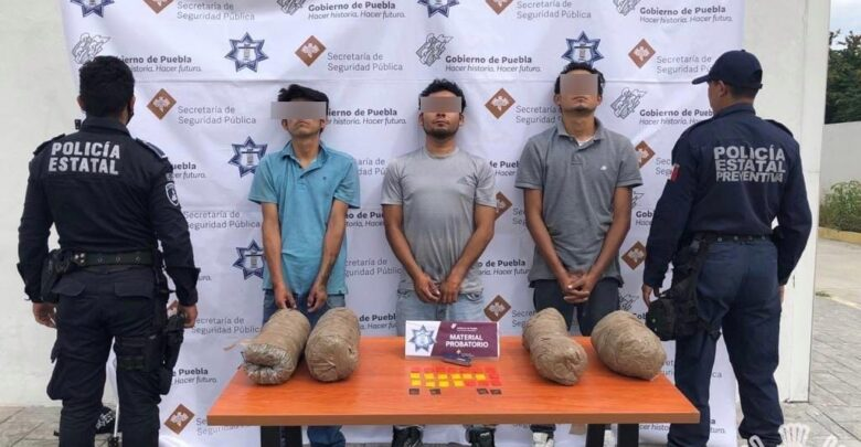 """Nacomenudistas, droga, armas de fuego ilegales, VENTA, """"El Muñeca"""", """"El Flaco"""", MOTOCICLETA, CRSITAL, MARIHUANA"""