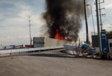 Con quemaduras en el cuerpo, resultó trailero que volcó su unidad en la autopista México Puebla